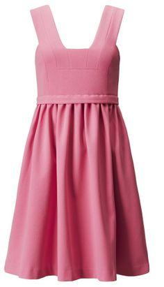 Vestido rosa con falda de vuelo y tirantes anchos de la colección de primavera de H&M (49,95 euros)