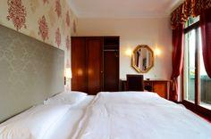 Traumhafte Hotelzimmereinrichtung im kaiserlichen Stil Bed, Furniture, Home Decor, Homemade Home Decor, Stream Bed, Home Furnishings, Beds, Decoration Home, Arredamento