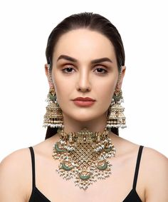 Gold Necklace Simple, Gold Jewelry Simple, Modern Jewelry, Necklace Set, Choker Necklaces, Bracelets, Amrapali Jewellery, Indian Jewelry Earrings, Fashion Earrings