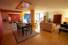 Cómo remodelar una habitación que contiene una cocina y una sala de estar