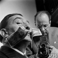 Salvador Dali being photographed by Philippe Halsman with a Rolleiflex 2.8D #Autoportrait #self-portrait #1954 Philippe Halsman (letton : Filips Halsmans), né le 2 mai 1906 à Riga, mort le 25 juin 1979 à New York, est un photographe américain d'origine lettonne, célèbre pour ses portraits de personnalités et ses photos de mode, qui fit partie de la célèbre agence Magnum.