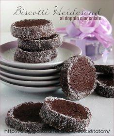 Biscotti Heidesand neri al doppio cioccolato sono dei biscotti dalla consistenza friabile e dall'aspetto sembrano di sabbia, non ho trovato grandi ....