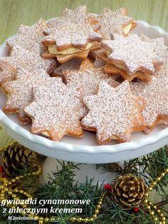 cynamonowe gwiazdki z mlecznym kremem Cake Recipes, Dessert Recipes, Polish Recipes, Polish Food, Christmas Cooking, Just Cooking, Holiday Baking, Cookie Decorating, Biscotti