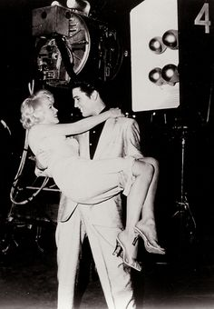 Marilyn Monroe - Elvis Presley This is the cutest thing I've ever seen <3
