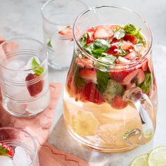 Meet your daily hydration goals with a refreshing fruity spa water. Adding sliced fruit and torn herbs is a simple way to boost the flavor of still or sparkling water without adding calories. It's also a beautiful beverage option for showers or parties. Flavored Water Recipes, Drinks Alcohol Recipes, Yummy Drinks, Healthy Drinks, Juice Recipes, Detox Drinks, Detox Juices, Drink Recipes, Salad Recipes