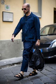 All the best street style looks from the men currently peacocking in Florence at the Pitti Uomo trade fair. Cool Street Fashion, Look Fashion, Timeless Fashion, Mens Fashion, Gothic Fashion, Stylish Men, Men Casual, Men's Street Style Photography, Men Street