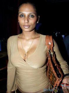 Naina Dhaliwal Hot Bikini Images Gallery | Armpit Mania ...