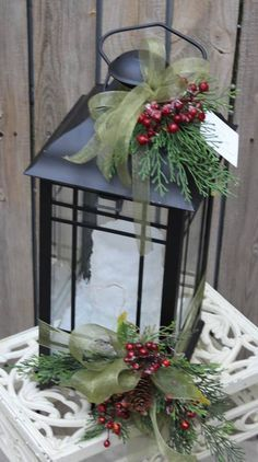 Inspiring Rustic Christmas Lantern Ideas For Your Porch Decoration 34 - Dailypatio Lantern Christmas Decor, Christmas Centerpieces, Rustic Christmas, Xmas Decorations, Christmas Home, Vintage Christmas, Christmas Holidays, Christmas Wreaths, Christmas Ornaments
