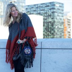 Winter look  @deanalan_ fringe bag with @hm poncho  one of my favorites outfit from my Oslo trip last year #ootd #winter #fringe #poncho #boho #hippie #hippiechic #oslo #ibizabohogirl #hm #deanalan by ibizabohogirl