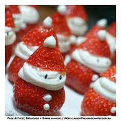 Strawberry Santas o fresas papa noel Christmas Party Food, Noel Christmas, Christmas Goodies, Christmas Desserts, Christmas Treats, Holiday Treats, Holiday Parties, Holiday Recipes, Holiday Fun