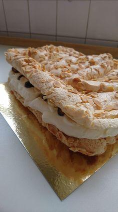 Denne kage bliver kaldt verdens bedste - Få opskriften her! Food Cakes, Cake Cookies, Apple Pie, Cooking Tips, Cake Recipes, Food And Drink, Yummy Food, Bread, Snacks