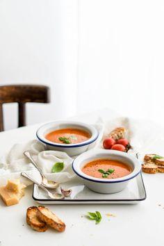 Paradajková polievka z pečených paradajok a pesta - Red velvet blog Roasted Tomato Soup, Tomato Soup Recipes, Roasted Tomatoes, Food Photography Styling, Food Styling, Product Photography, Seasonal Food, Keto, Healthy Recipes