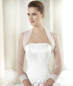 Pronovias presents its CHAQUETA LA 182 bridal jacket. | Pronovias