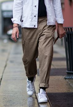 😍😍😍 cuz i summer styles to wear in september asos style advice dsign tribe™ Men's Casual Fashion Tips, Modern Mens Fashion, Latest Mens Fashion, Fashion Sale, Fashion Trends, Men's Fashion, Cargo Pants Outfit, Cargo Pants Men, Casual Pants