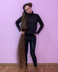 VIDEO - Floor length hair and buns - RealRapunzels Long Hair Play, Very Long Hair, Beautiful Long Hair, Gorgeous Hair, Simply Beautiful, Long Hair Video, Playing With Hair, Long Locks, Hair