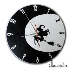 sur commande horloge sorcière dans la lune - Boutique www.magicreation.fr Clock, Etsy, Black And White, Vintage, Wall, Boutique, Halloween, Vinyls, Moon
