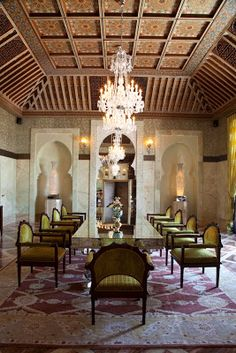 60 Comfy Moroccan Dining Room Design You Should Try. Tired of looking at the same bedroom, same dining room and same living room again and again? Then it's time for a change. Moroccan Home Decor, Moroccan Interiors, Moroccan Design, Moroccan Style, Moroccan Bedroom, Moroccan Lanterns, Style At Home, Style Marocain, Urban Decor