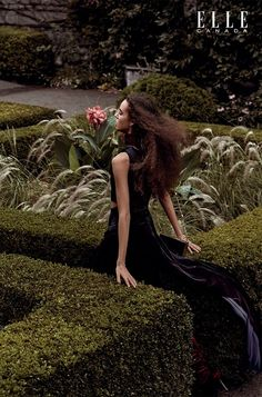 The December 2016 issue of ELLE Canada shows off the lush side of winter fashion. Starring model Emm Arruda, the editorial called 'Soft Spot' highlights velvet… Editorial Photography, Fashion Photography, Edgy Bohemian, Bohemian Fashion, Ivy Fashion, Prada Dress, Velvet Fashion, Vogue Paris, Editorial Fashion