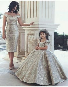 Baby Fashion Outfits Future Daughter New Ideas Mother Daughter Matching Outfits, Mother Daughter Fashion, Mommy And Me Outfits, Mom Daughter, Girl Outfits, Little Girl Dresses, Girls Dresses, Flower Girl Dresses, Baby Dress