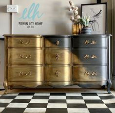 Hand painted in Chalk Paint®️Graphite, Clear Wax, Warm Gold & Bright Gold Gilding Waxes Chalk Paint Furniture, Hand Painted Furniture, Gilding Wax, Using Chalk Paint, Annie Sloan, Paint Ideas, Graphite, Steampunk, Bright