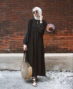 Modest Fashion Hijab, Modesty Fashion, Casual Hijab Outfit, Islamic Fashion, Muslim Fashion, Abaya Fashion, Fashion Mode, Fashion Outfits, Mode Abaya