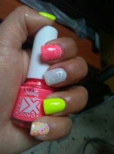 Nail art Valmy,  stamping,  colores brillantes