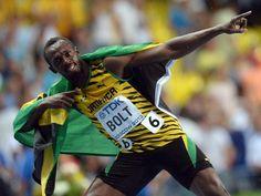 Nach seinem WM-Triumph über 100 Meter durfte Superstar Usain Bolt endlich wieder als Bogenschütze posieren. (Foto: Bernd Thissen/dpa)