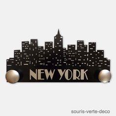 Portemanteau mural New York noir et argent, décoration enfant ado ou entrée, peint à la main et vernis, personnalisable.