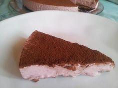 gateau glacé aux fraise, sans cuisson, noix de cajou, dattes et huile de coco (idée pour faire une bûche glacée de Noël, à la mangue à la place des fraises)