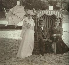 Belle époque/ Edwardian fashion, at the beach (à la plage) Turn of the Century, 1900.