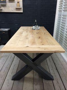 Industriële tafel met een eikenblad en een stalen X onderstel (41220141001)