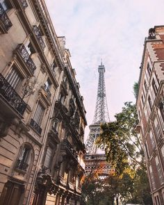The best kind of fall colors (autumn in Paris) Check out the full Paris guide.it's good for all seasons parttimetraveler fallcolours autumninparis eiffeltowerview 36099234500596747 Time Travel, Places To Travel, Places To Visit, Paris Torre Eiffel, Le Weekend, Voyage Europe, San Francisco Travel, Travel Aesthetic, Paris Travel