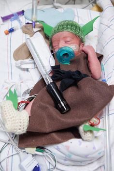 The sweetest NICU nurses made Halloween costumes for their preemie patients! Preemie Babies, Premature Baby, Preemies, Baby First Halloween, Baby Halloween Costumes, Halloween Items, Halloween Fun, Nicu Quotes, Son Quotes