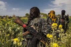 Photographer Maryam Ashrafi lived with Kurdish female fighters in Syria, experiencing their pain, sorrow, joy and triumphs. Half The Sky, Brave Women, Brave Girl, Female Fighter, Female Soldier, Freedom Fighters, Military Weapons, Friend Goals, Girl Gang