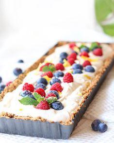 Iedere dag taart! Yes, dat is mijn lijfspreuk. Met deze glutenvrije ontbijttaart met zomerfruit wil je gewoon ontbijten vandaag! Glutenvrij, lactosevrij én plantaardig genieten is een feest!