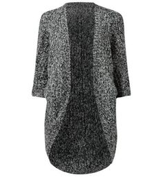 """Vero Moda. Try this oversized knitted cardigan with casual looks, for a comfy autumn style.- Soft knitted fabric- Oversized fit- Curved hem- 3/4 sleeves- Open front- Model is 5'8""""/176cm and wears UK 10/EU 38/US 6"""