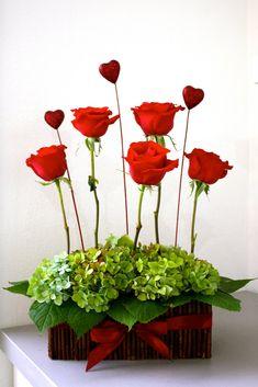 Flowers Arrangements Modern Ikebana Ideas For 2019 Design Floral, Deco Floral, Arte Floral, Valentine Flower Arrangements, Modern Flower Arrangements, Valentines Flowers, Valentine Nails, Valentine Ideas, Simple Table Decorations