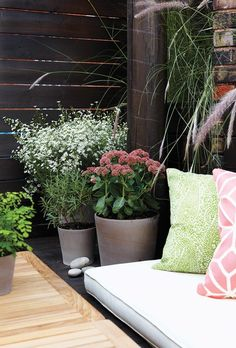 The loose seat cushion was made about 20 inches shorter than the banquette to allow room for potted plants.