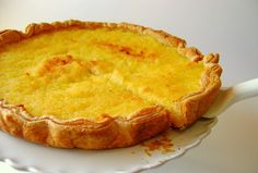 This Portuguese coconut tart recipe makes an incredible dessert and just uses 5 ingredients. Alcoholic Desserts, Dessert Drinks, Dessert Recipes, Tart Recipes, Sweet Recipes, Cooking Recipes, Portuguese Desserts, Portuguese Recipes, Portuguese Food