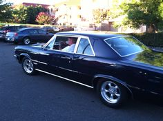 1964 GTO - John leaving the Thursday night event at Hooters