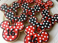 Decorated Mickey Mouse Silhouette Cookies with Polka Dots, Perfect for your child's Birthday Party Favors Mickey Mouse Desserts, Minnie Mouse Cookies, Disney Cookies, Mickey Mouse Clubhouse Party, Mickey Party, Mickey Mouse Birthday, Galletas Cookies, Baby Cookies, Birthday Cookies