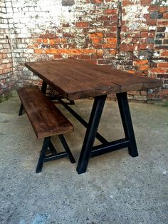 Reclaimed Industrial Chic A Frame 6-8 Seater Solid von RccFurniture