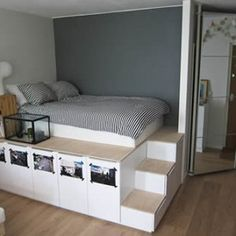 Un letto come guardaroba