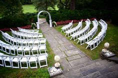 this set up is gorgeous! complete with the archway AND some stairs! :)