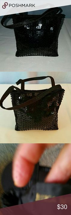 Jessica McClintock Black Sequined Evening Bag Jessica McClintock Black Sequined Evening Bag is stunning and will pair well with your formal wear. All sequins are intact. Has one small compartment inside the bag. Jessica McClintock Bags