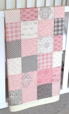 Baby patchwork quilt is a good first quilting project. This small fabric craft project uses scraps or pieces of other fabric sewn together to make a front for a decorator pillow. A patchwork pillow requires a blanket block. Quilt Baby, Quilted Baby Blanket, Baby Quilt Patterns, Patchwork Baby, Baby Girl Quilts, Girls Quilts, Rag Quilt, Puff Quilt, Patchwork Pillow