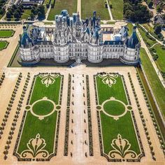 Beautiful Castles, Beautiful Buildings, Beautiful Places, Formal Garden Design, Chateau Medieval, French Country Bedrooms, Formal Gardens, Modern Gardens, Luxury Homes Dream Houses