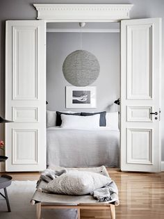 For my latest home tour I'm taking you to the Swedish city of Gothenburg for a peek at a beautiful grey and white apartment that's brimming with inspiration for simple spring styling. Grey Interior Design, Interior Design Advice, Flat Interior, Contemporary Interior, Scandinavian Interior, White Apartment, Light Grey Walls, Bedroom Styles, Bedroom Ideas