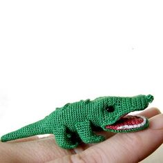 Learn to make this cute little friend to hang out with you in the afternoon. Check out the free crochet pattern.