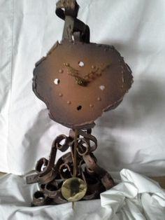 Reloj de hierro forjado.
